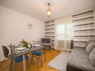 Cozy apartment in the center of Marina with Parking, Internet, Washing machine,