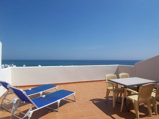 Spacious apartment a short walk away (203 m) from the 'Playa de Torremuelle' in