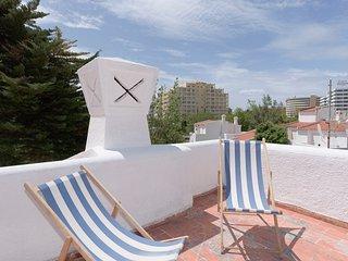 Spacious apartment very close to the centre of Quarteira with Lift, Internet, Wa