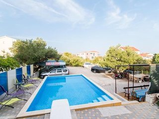 Cozy apartment in the center of Okrug Gornji with Parking, Internet, Pool, Terra