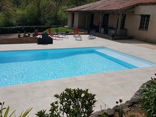 Spacious villa in the center of Fumel with Parking, Internet, Washing machine, A