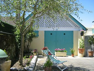 Cozy house close to the center of Lourdes with Parking, Internet, Washing machin