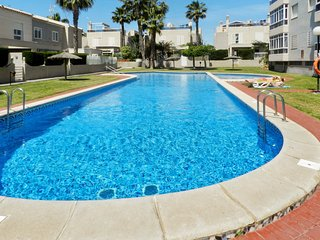 Cosy studio close to the center of Torrevieja with Parking, Internet, Washing ma