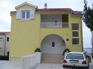 Cozy apartment in the center of Primošten with Parking, Internet, Washing machin