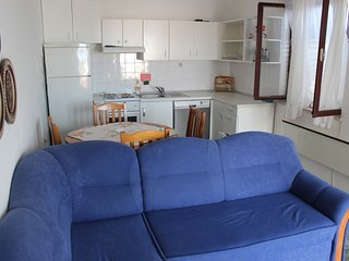 Cozy apartment in the center of Supetar with Internet, Washing machine, Terrace
