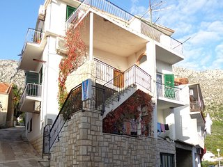 Cozy apartment in the center of Igrane with Parking, Internet, Air conditioning,