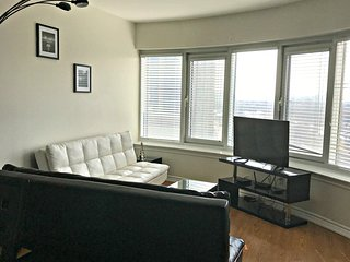 Cozy apartment in the center of Ottawa with Parking, Internet, Washing machine,
