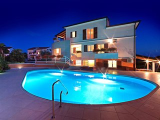 Spacious apartment in Poreč with Parking, Internet, Air conditioning, Pool