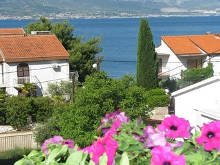 Cozy apartment in the center of Slatine with Parking, Internet, Washing machine,