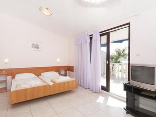 Cosy studio in Primosten with Parking, Internet, Air conditioning, Pool