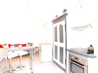 Cozy apartment in the center of Bastia with Parking, Internet, Washing machine
