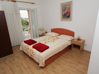 Spacious apartment in the center of Sveti Filip i Jakov with Parking, Internet,
