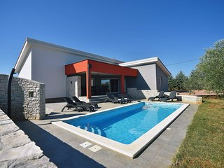 Spacious villa in the center of Krnica with Parking, Internet, Washing machine,