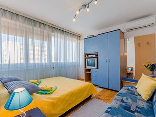 Cosy studio very close to the centre of Split with Lift, Internet, Washing machi