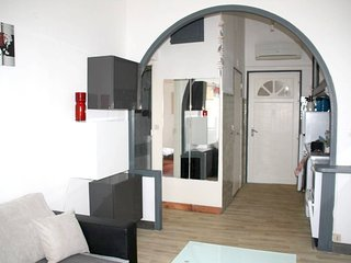 Cozy apartment in the center of La Ciotat with Internet, Washing machine, Air co