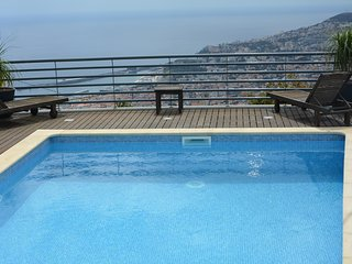 Spacious house in Funchal with Parking, Internet, Washing machine, Air condition