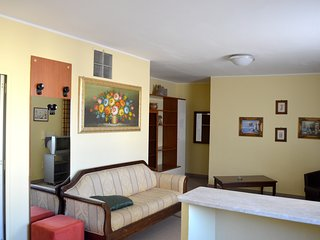 Cozy apartment very close to the centre of Reggio Calabria with Parking, Interne