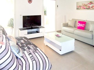 Spacious apartment in the center of Saint-Raphael with Parking, Internet, Washin