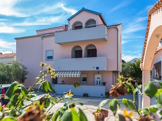 Cozy apartment close to the center of Zadar with Internet, Air conditioning, Ter