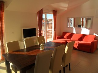 Spacious apartment in the center of Jezera with Internet, Washing machine, Air c
