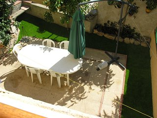 Cozy house in the center of Salses-le-Chateau with Parking, Internet, Washing ma