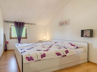 Spacious apartment in the center of Fazana with Parking, Internet, Air condition