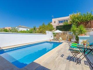 Spacious villa in Lloseta with Internet, Washing machine, Air conditioning, Pool