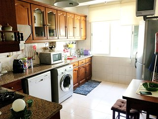 Spacious apartment in the center of Queluz with Parking, Internet, Washing machi