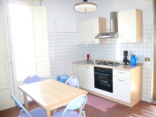 Spacious house in the center of Riposto with Parking, Washing machine, Air condi