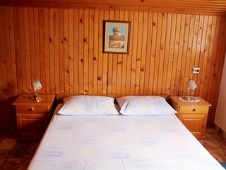 Cozy room in the center of Zaton with Parking, Internet, Air conditioning