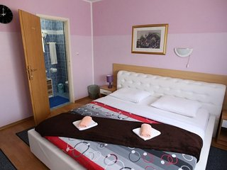 Cozy room in Zagreb with Parking, Internet, Air conditioning, Pool