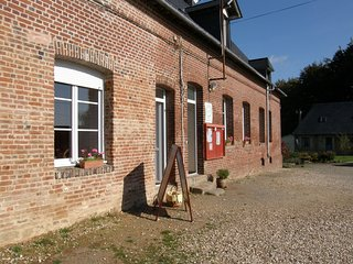 Spacious house in the center of Berville with Parking, Internet, Washing machine