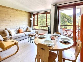 Cozy apartment very close to the centre of Saint-Jean-d'Aulps with Parking, Pool