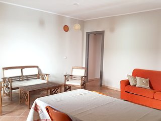 Spacious apartment very close to the centre of Sant'Antioco with Parking, Washin