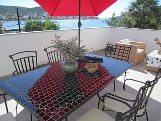 Spacious apartment in the center of Vinišće with Parking, Internet, Air conditio