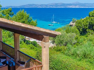 Spacious villa a short walk away (96 m) from the 'Cala Blava' in Llucmajor with