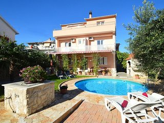 Spacious villa in the center of Tribunj with Parking, Internet, Washing machine,