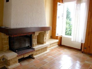 Spacious house in the center of Angerville with Parking, Internet, Washing machi