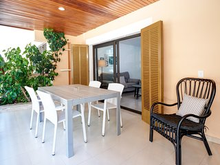 Spacious apartment a short walk away (143 m) from the 'Playa d'Es Port' in Colon