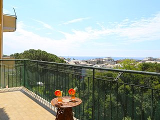 Cozy apartment close to the center of Genoa with Lift, Parking, Washing machine