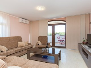 Spacious apartment in the center of Prodol with Parking, Internet, Washing machi