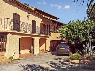 Spacious apartment in the center of Cavalaire-sur-Mer with Parking, Garden, Terr
