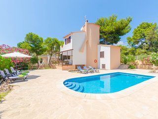 Spacious villa in Cala Pi with Washing machine, Pool, Terrace