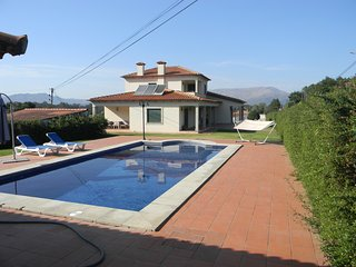 Spacious villa in Seara with Parking, Internet, Washing machine, Air conditionin