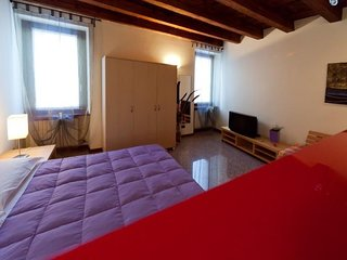 Cosy studio in the center of Verona with Lift, Washing machine, Air conditioning
