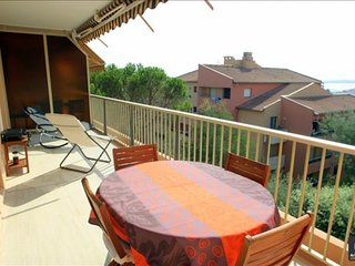 Spacious apartment very close to the centre of Sainte-Maxime with Lift, Parking,