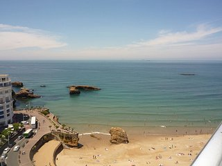 Spacious apartment in the center of Biarritz with Parking, Internet, Washing mac