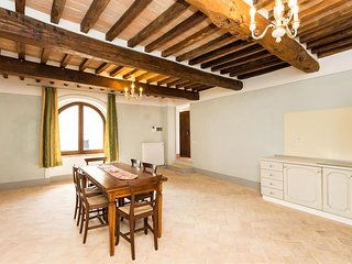 Spacious apartment in Perugia with Parking, Internet, Pool