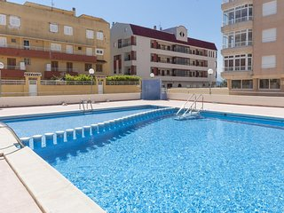 Spacious apartment a short walk away (203 m) from the 'playa de Tavernes' in Tav