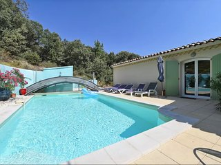 Spacious villa close to the center of Tornac with Parking, Internet, Washing mac